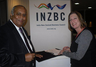 Wenceslaus Anthony, Chair of INZBC, & Catherine Beard, Executive Director ExportNZ, signing the MOU